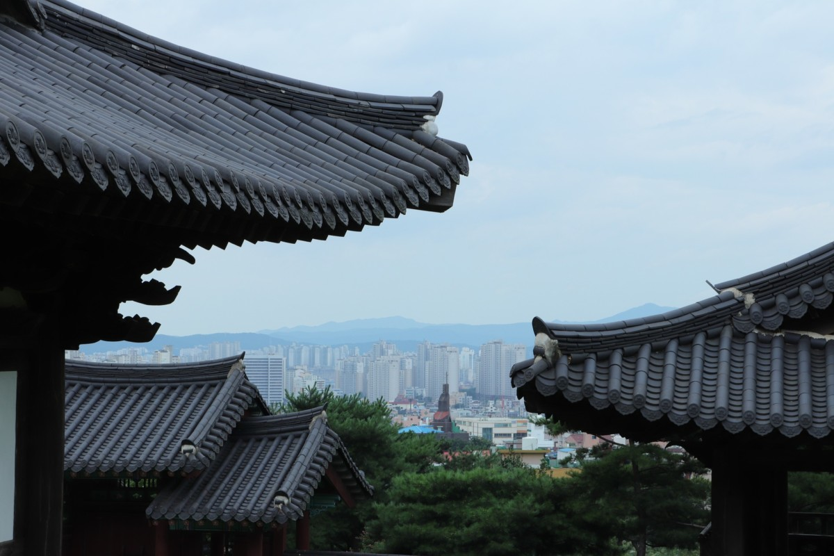 city 2669015 1920 1 - We interviewed teachers who are teaching in Korea